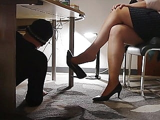 Technician visit the secretary's office with horny surprice amateur upskirt