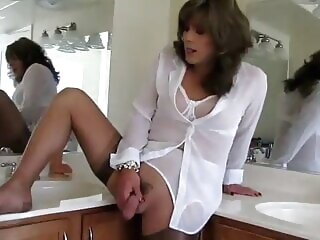 Cute Shemale cums helter-skelter slay rub elbows with Euphemistic go to the men's cumshot mature